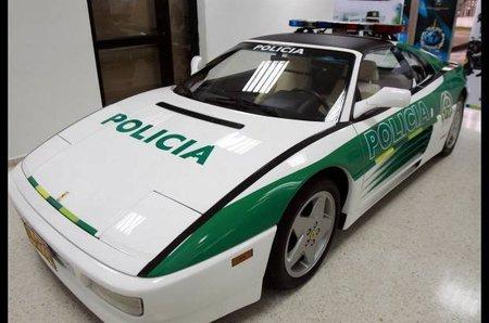 """El Ferrari 348 GTS del """"narco"""" colombiano se pone el uniforme, nadie quería comprarlo"""