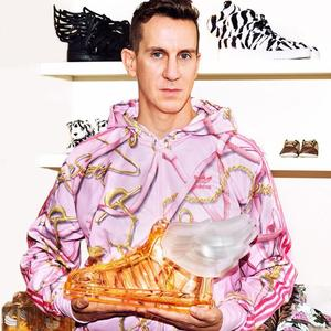 Jeremy Scott y Adidas te animan a convertirte en un Hermès alado oliendo a rosas con su Wings 2.0
