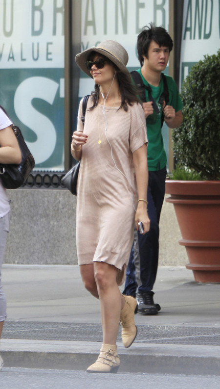 Katie Holmes sombrero