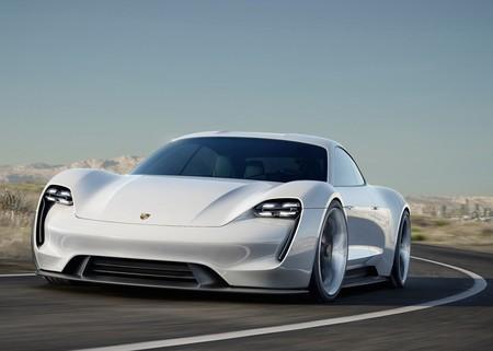 El primer coche eléctrico de Porsche, el Taycan, tendrá un precio inferior a los 100.000 euros