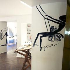 Foto 5 de 11 de la galería les-ateliers-guerlain-exponen-la-petite-robe-noire en Trendencias
