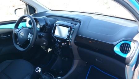 Toyota Aygo X Cite Azul 11