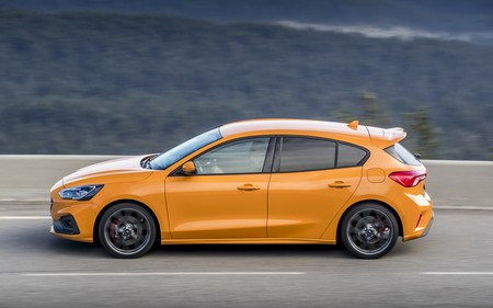 Orange Fury Focus St Lr 018
