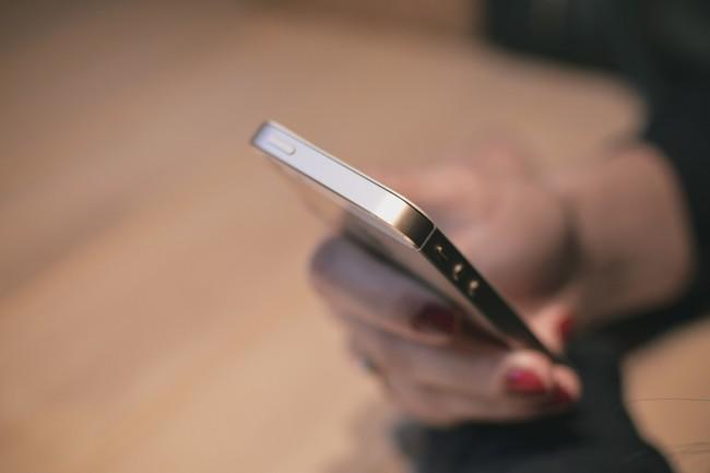 ¿Te bombardean a llamadas y mensajes? Cómo bloquear contactos en el iPhone