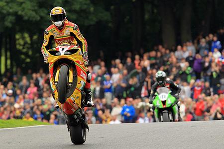 British Superbikes 2012: Tommy Hill machaca a sus competidores en la Montaña de Cadwell Park