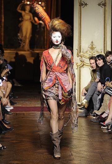 Foto de Vivienne Westwood Primavera-Verano 2010 en la Semana de la Moda de París (12/21)