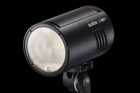 Godox AD100Pro: un flash externo pequeño, ligero y versátil para situaciones fuera de estudio