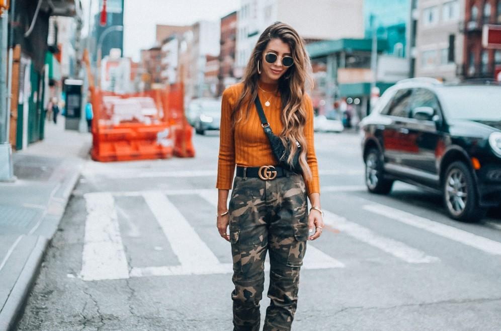 Te damos las cuatro claves de las influencers para lucir los pantalones de  camuflaje de mujer a0fe30df41fc