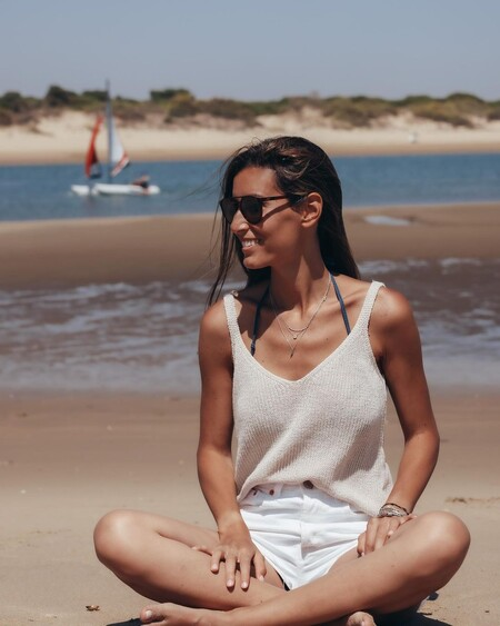ana boyer look en la playa