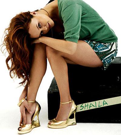 Shaila Durcal muestra su lado más sexy para la revista Elle