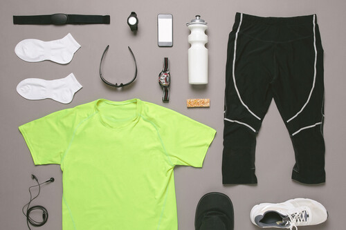 19 accesorios que te hacen más cómodo salir a correr (pezoneras, cremas antirrozaduras, cinturones de hidratación y más)
