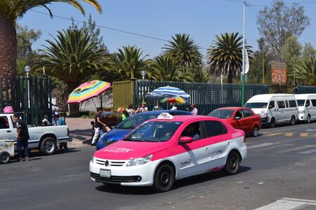 Taxi Outside San Juan De Aragon Zoo Mexico City