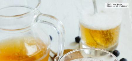 Coctel de cerveza con arándano y crema de cassis. Receta de bebida