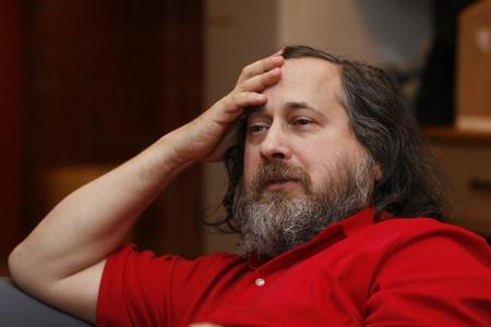 Richard Stallman abandona la presidencia de la Fundación por el Software Libre que él mismo fundó y el MIT perseguido por la polémica