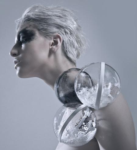 Burbujas de plástico en la colección de joyas de Stéphanie Van Zwam