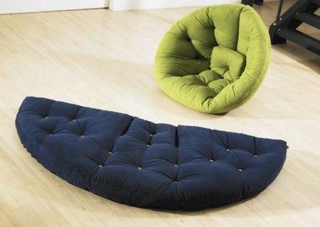 Un futón que se convierte en un asiento