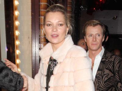 Cómo lucir un abrigo de pelo blanco por Kate Moss