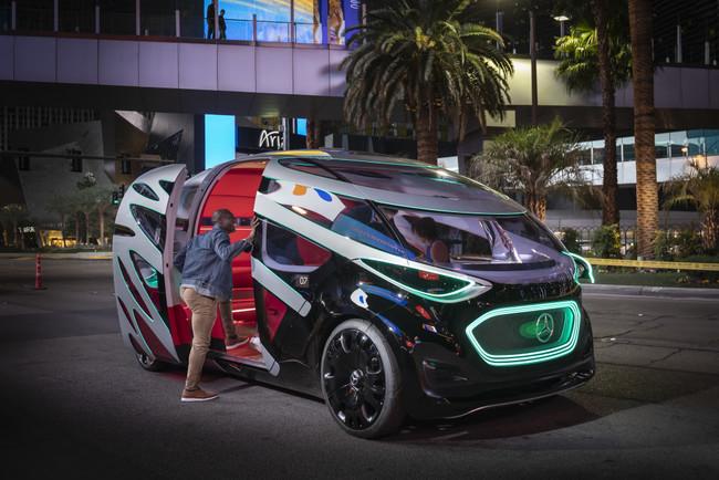 Vision URBANETIC: Mercedes sueña con un sistema de movilidad inteligente que se desplace hacia donde se le necesite