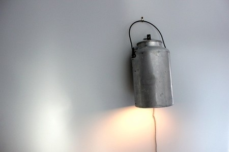 Recicladecoración: lecheras convertidas en lámparas