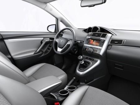 Toyota Verso 2015 03