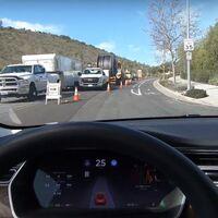 """El Autopilot de Tesla más capaz, según Elon Musk, llega a las calles: promete que es """"extremadamente lento y cauteloso"""""""