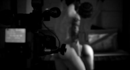 Reino Unido sigue con el cerco al porno online: prohíben los azotes, atar y otras prácticas
