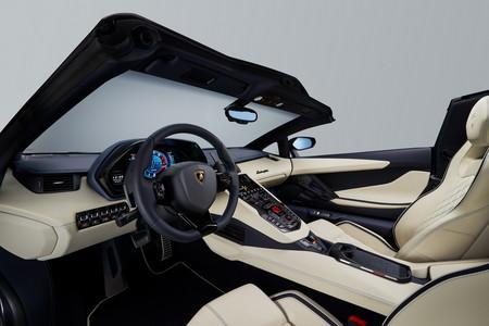 Lamborghini Aventador S Roadster 11