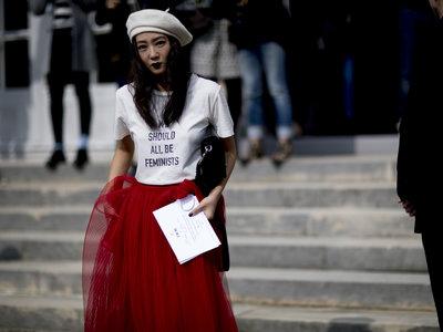 Las calles de Paris se han llenado de boinas. ¡Tendencia viral a la vista!