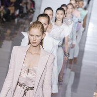 Loewe, Balmain y Celine se llevan todo el protagonismo en el cuarto día de Paris Fashion Week PV 19