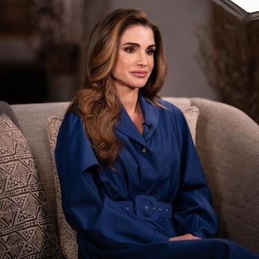 Rania de Jornadia defiende de nuevo su innata elegancia con un vestido de Stella McCartney y un pañuelo de Bottega Veneta
