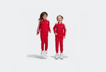Vuelta al cole en Adidas: descuentazo adicional del 25%, para adultos y peques, en zapatillas, botas de fútbol, sudaderas, camisetas y más