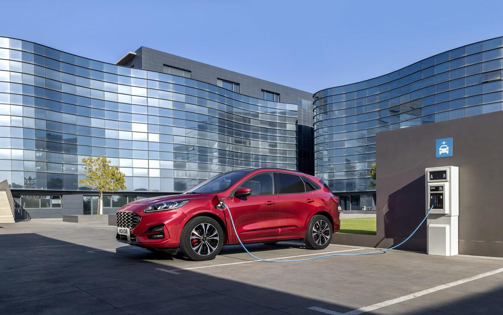 Ford ensamblará en la fábrica valenciana de Almussafes las baterías de sus coches híbridos desde 2020