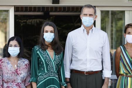 El estampado bandana es perfecto para lucir en verano y Doña Letizia Ortiz nos lo demuestra con elegancia