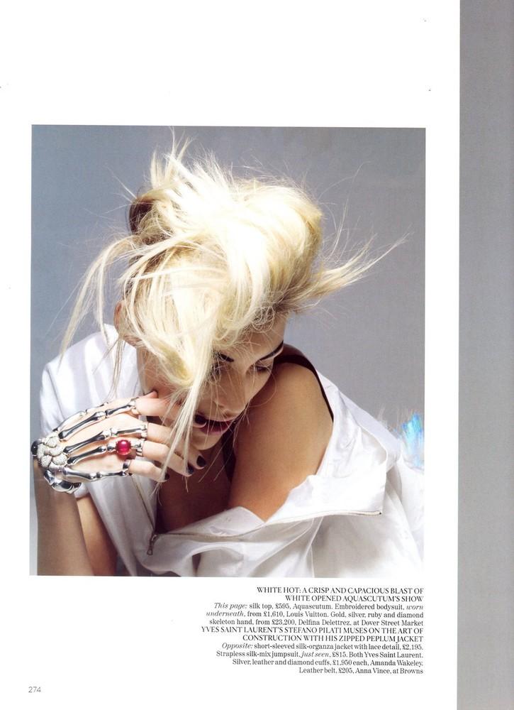 Foto de Vogue UK adelanta la tendencia blanco y negro con Anja Rubik (10/11)