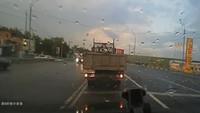 Hay gente con mucha suerte (XCIV): Cuidado con el camión del bombero torero