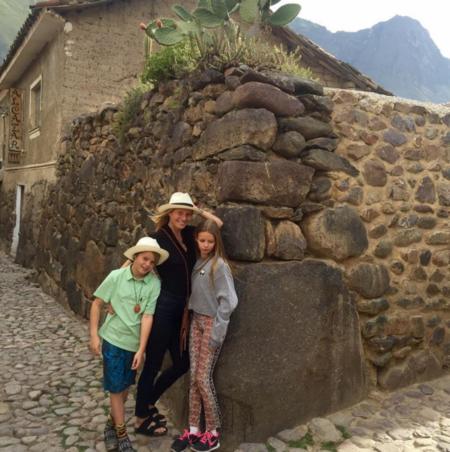 Gwyneth Paltrow y los niños, de gira con papá