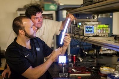FIPEL, la iluminación que quiere sustituir a los fluorescentes y LEDs