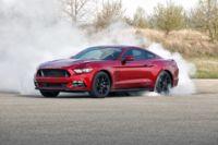 Por si las dudas, el Ford Mustang 2016 se pone guapo para que Camaro no le robe las miradas