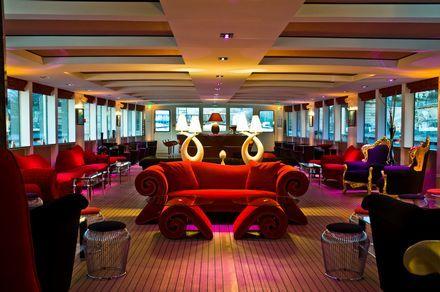 El superyacht Clipper Paris, recepción de lujo y cena en Paris