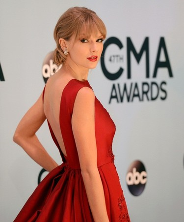 Taylor Swift vuelve a triunfar en los Country Music Awards