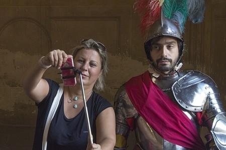A los museos y otros establecimientos españoles no les gustan los palos para selfies