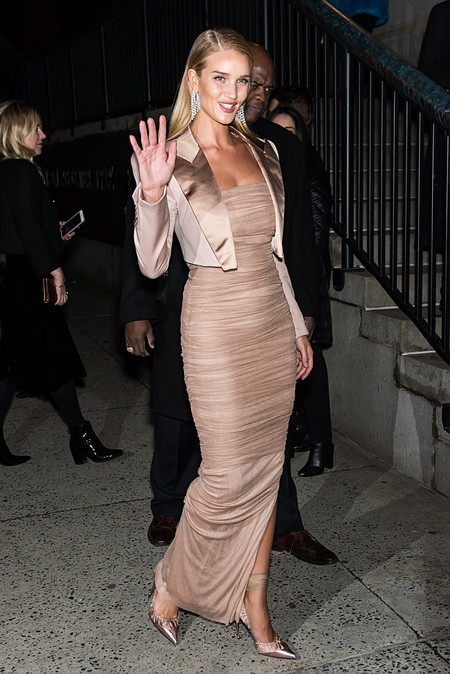 rosie huntington whiteley tom ford look estilismo outfit