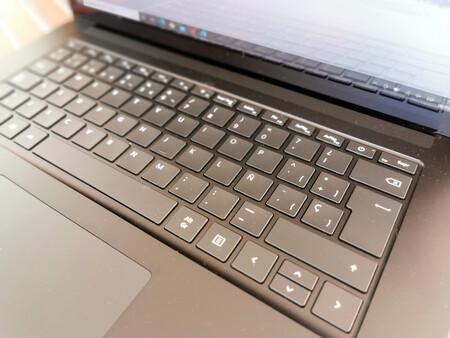 Microsoft Surface Laptop 4 7