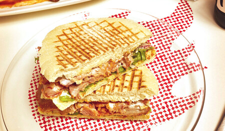 Dónde comer los mejores camperos de Málaga, el icónico bocadillo de jamón, queso, lechuga, tomate y pan de mollete
