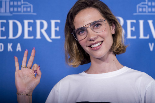 Estaba claro: Brisa Fenoy, la creadora de 'Lo malo' es toda una trendsetter en la alfombra roja