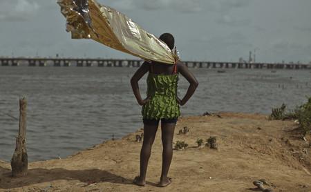 Cristina de Middel, la fotógrafa a la que le gusta caminar por la frontera entre la realidad y la ficción