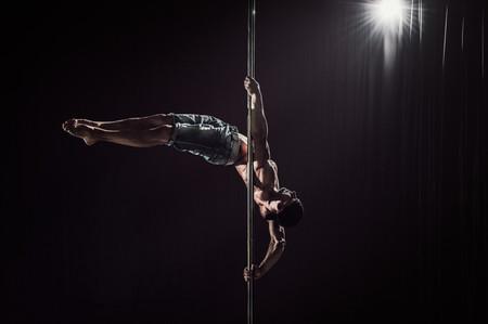 Anímate a practicar Pole Dance para ponerte en forma