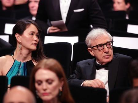 Woody Allen con su esposa Soon-Yi en la premiere de Café Society