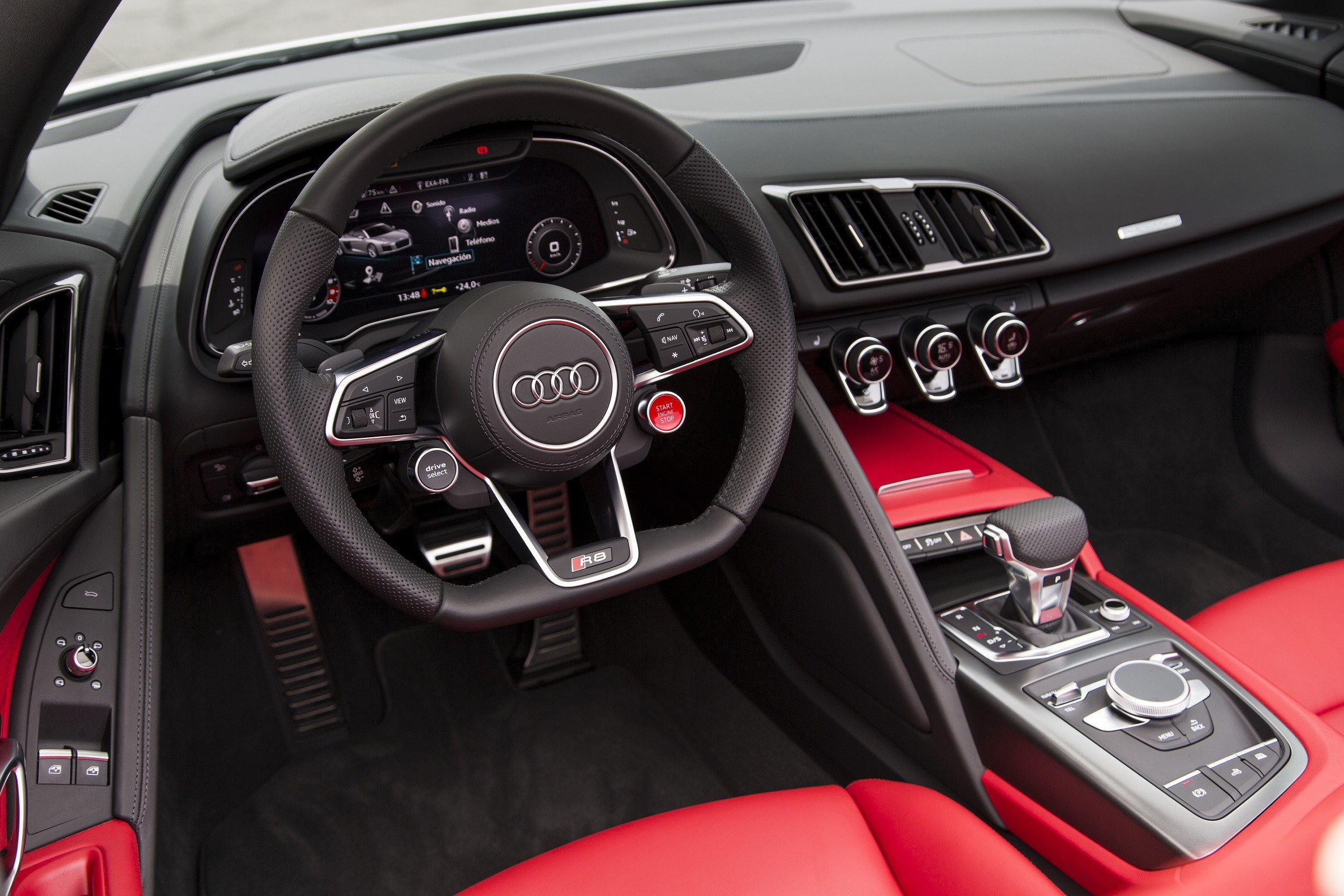 Foto de Audi R8 Spyder (32/38)