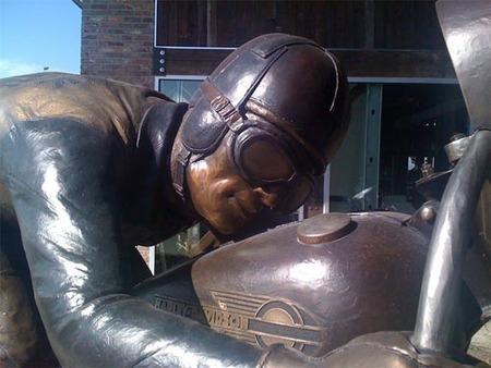 Escultura robada de un concesionario Harley Davidson